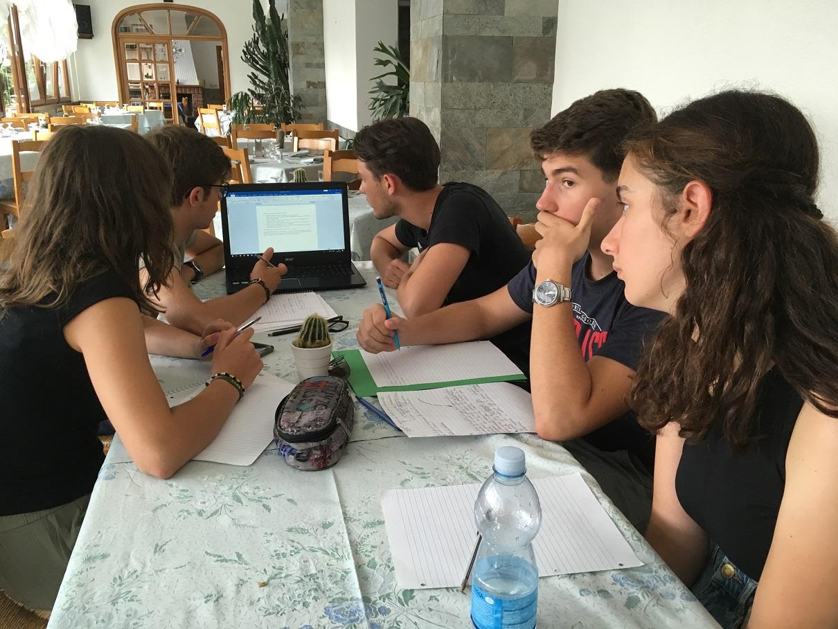 Un momento dell'attività laboratoriale conclusiva del seminario Bolis